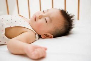 Trẻ Nghiễn răng khi ngủ