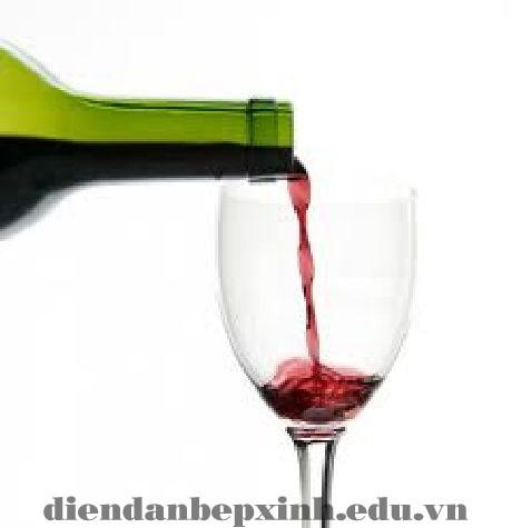 Tại sao uống rượu vang lại đau đầu?